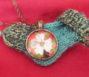 Kinderwunsch-Amulett aus duftender Rose, Storchenschnabel und Waldmeister