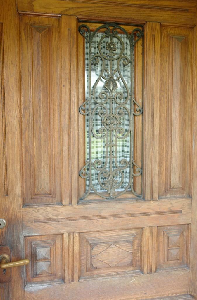 Wunderschöne originale Details: Hier die Haustüre