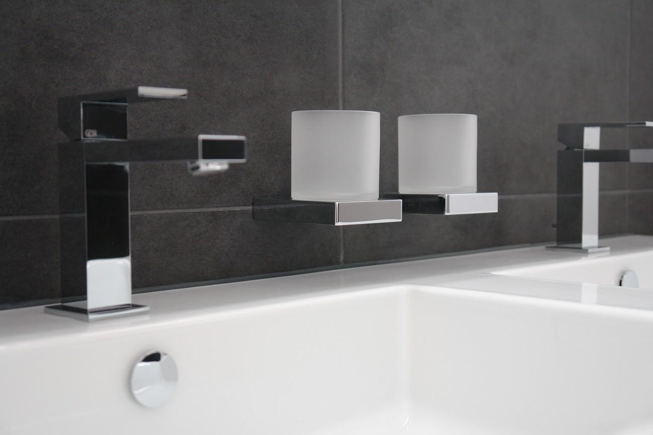 Stylisch bis zu den letzten Details: Formenspiel im Badezimmer
