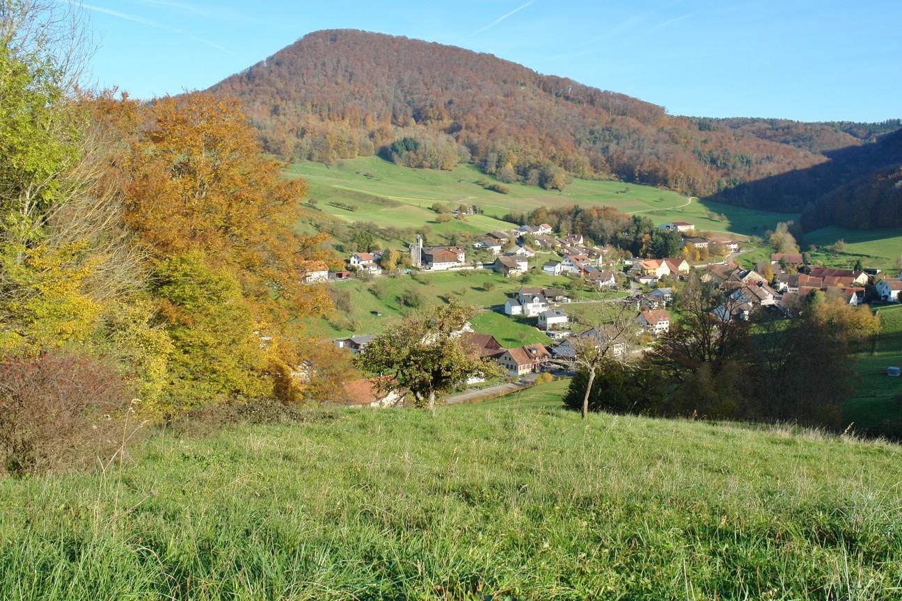 Ittenthal: Traumhafter Blick auf das Dorf hinunter