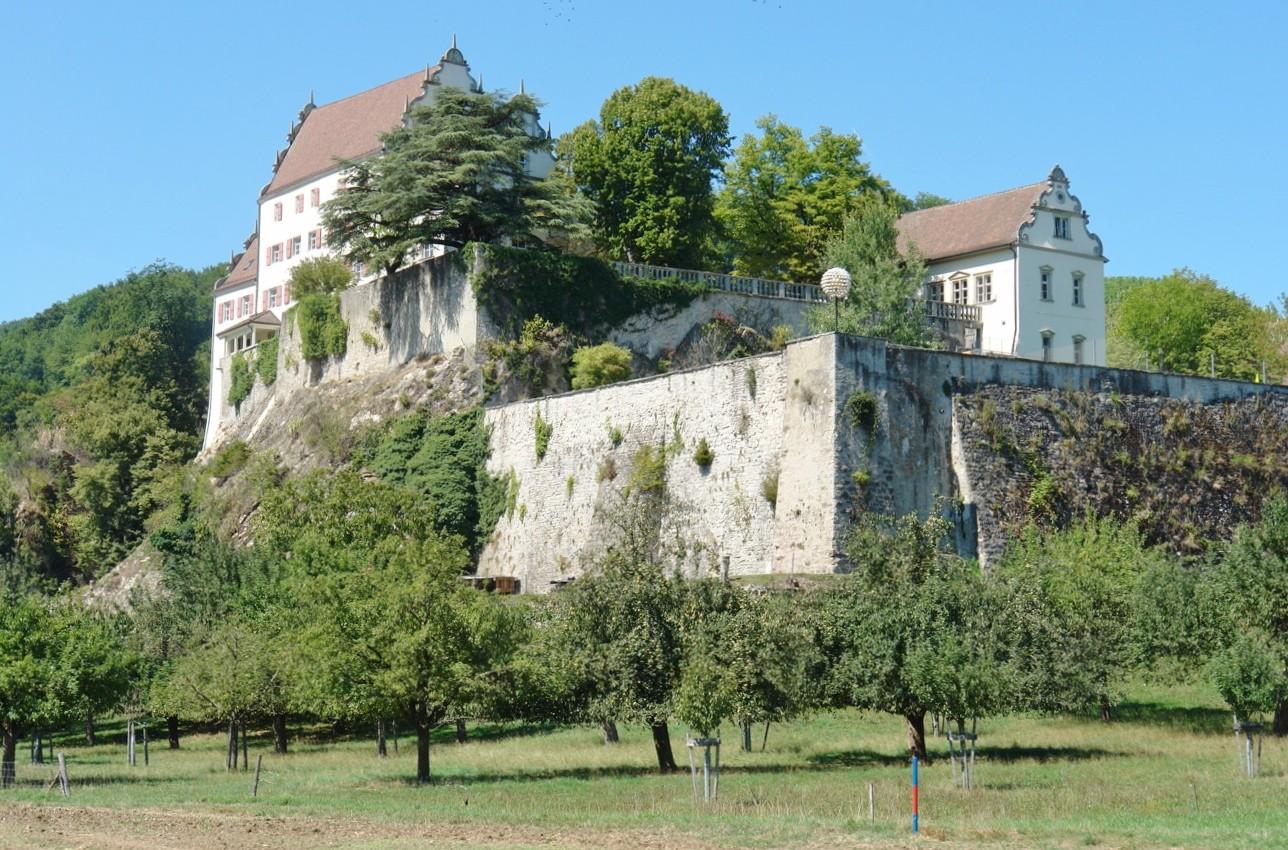 Die Nachbarn: Schloss Kasteln