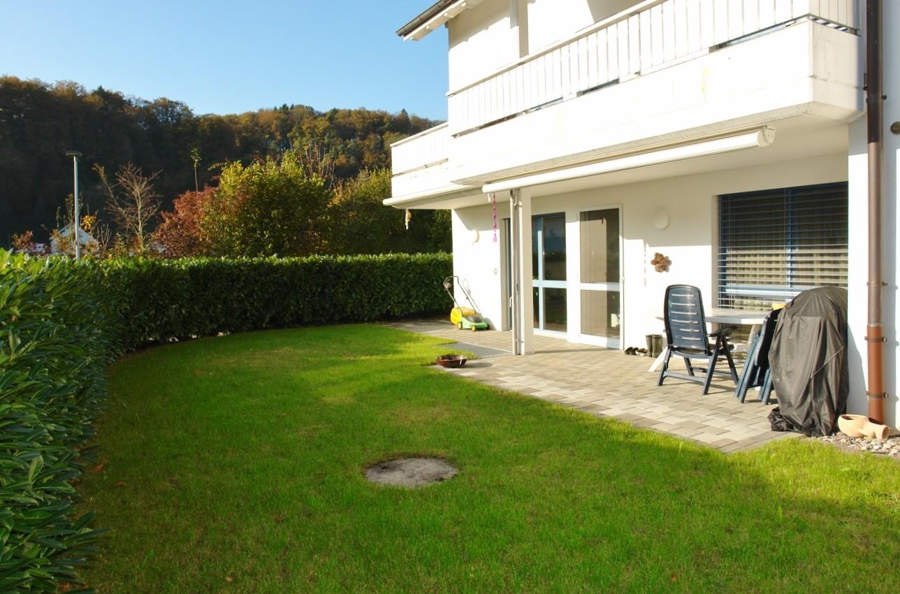 Grosser, schön gelegener Gartensitzplatz auf der Südseite des Hauses