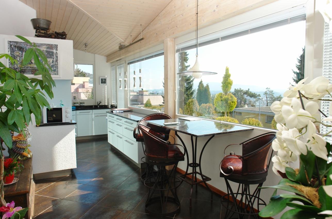 Kochen mit Aussicht: Blick in die herrlich gelegene Küche