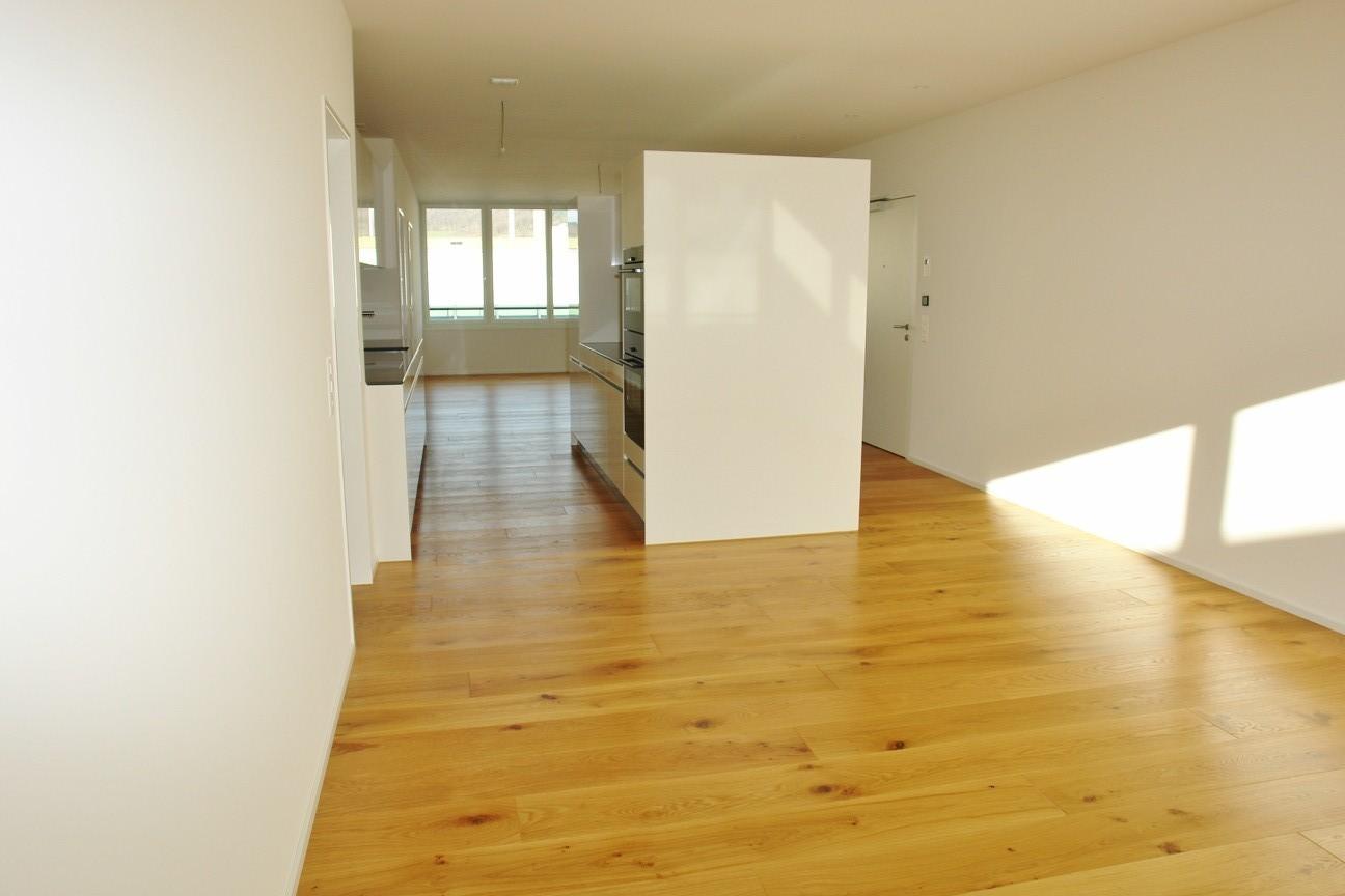 Aussergewöhnliches Raumkonzept mit der Küche in der Raummitte, zwischen Wohnen und Essen