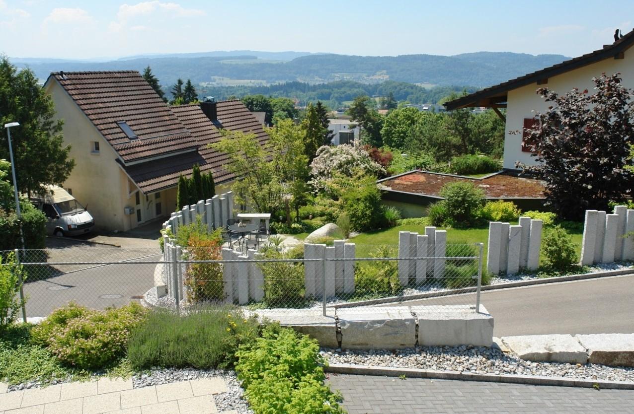 Herrlicher Blick von Erdgeschoss-Terrasse der Altliegenschaft Richtung Süden