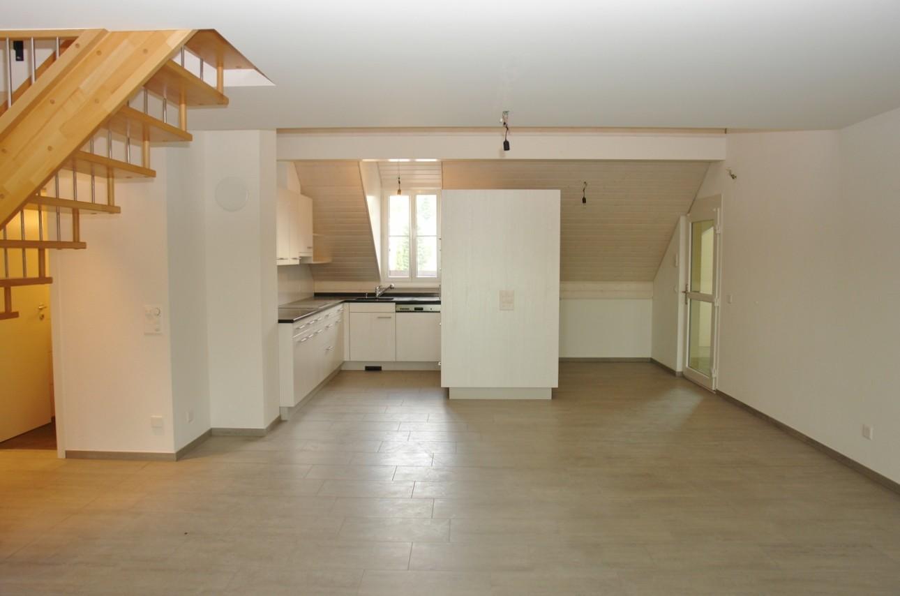 Blick vom Wohn-/Essbereich hin zur Küche