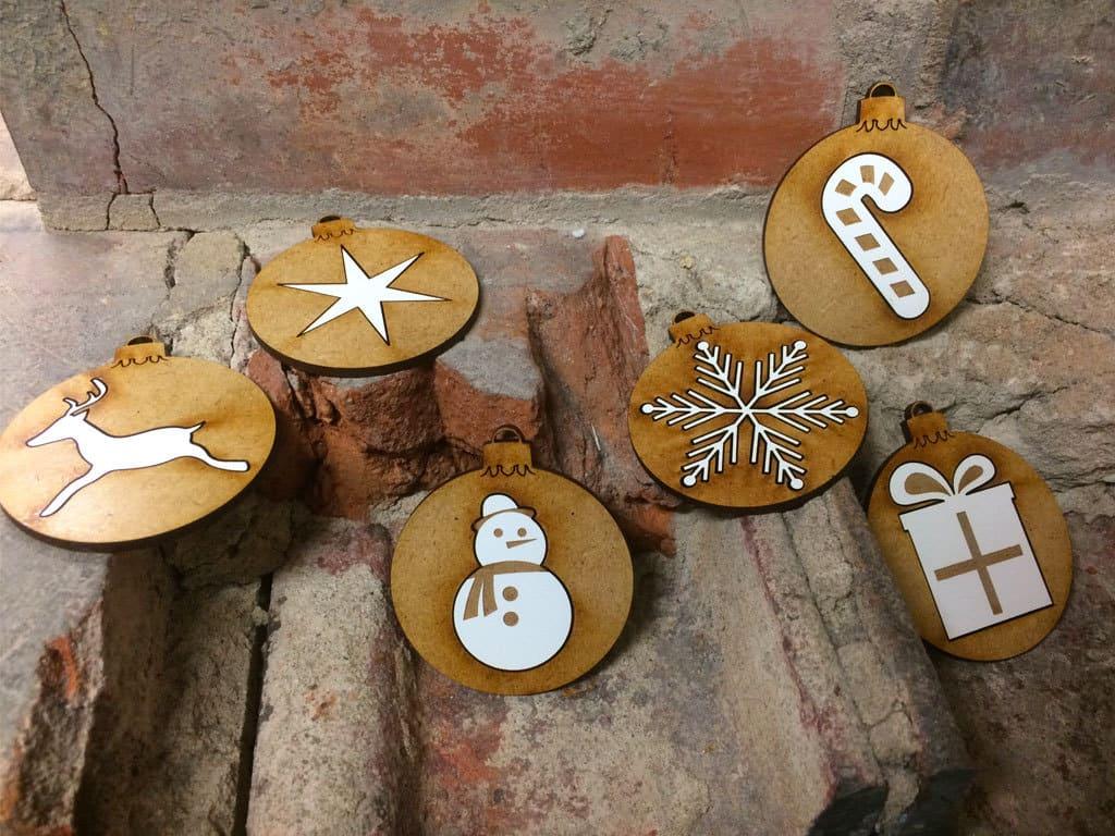 Lot de boules de Noël en médium laqué brut avec incrustation de médium laqué blanc, 6cm