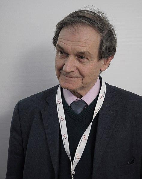 ロジャー・ペンローズ博士(wiki/Wikimedia Commons)より