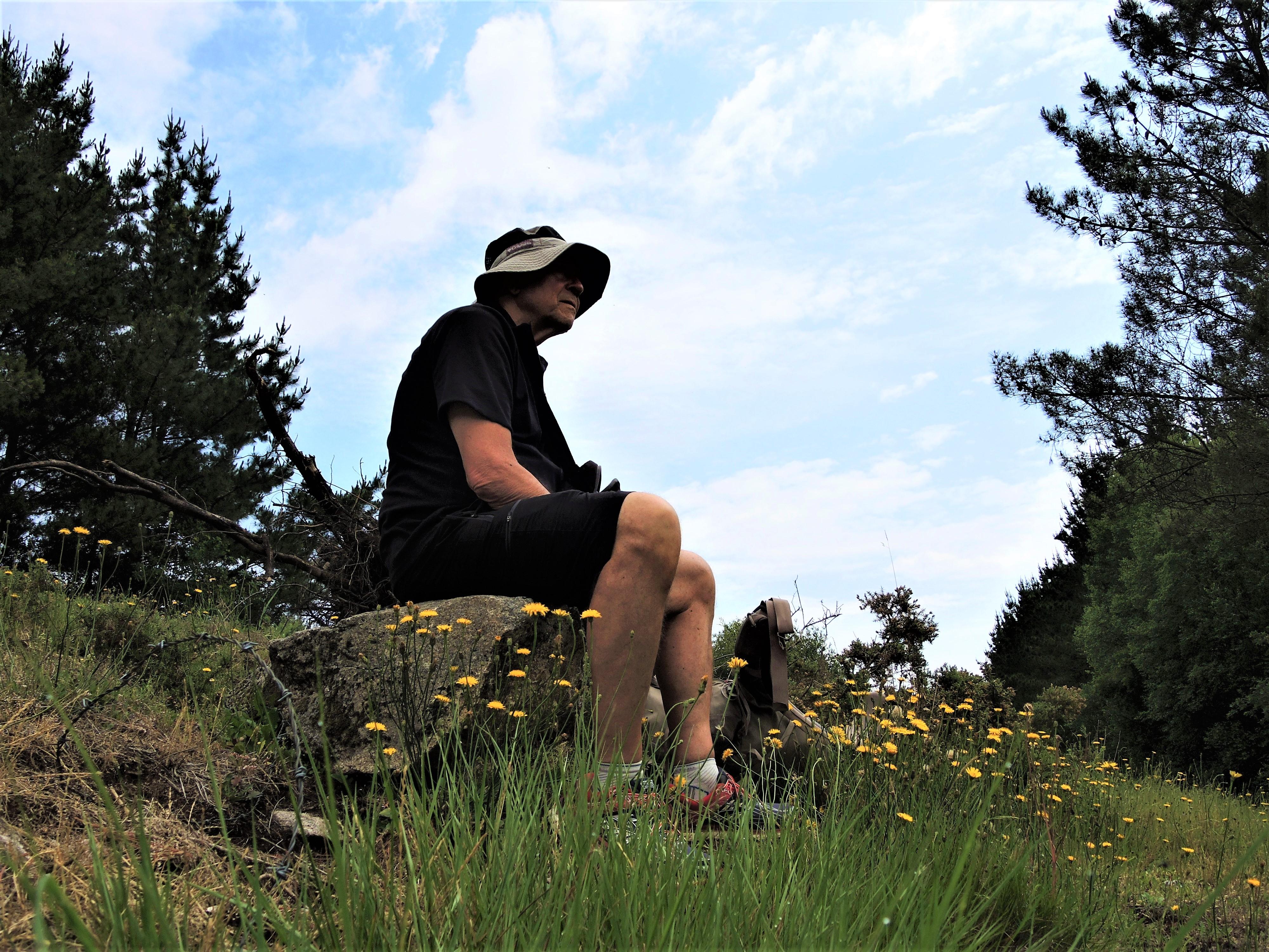 Kurze Pause in der Natur tut gut dem Körper und motiviert den Geist.