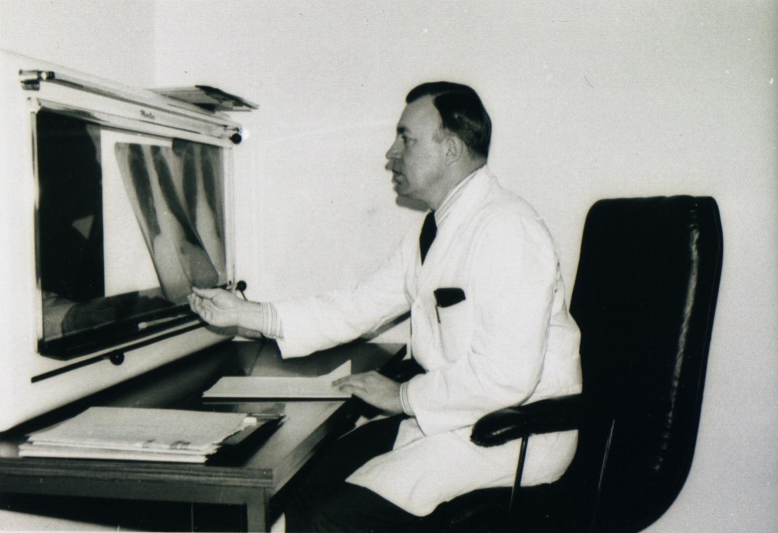 Werksarzt Dr. Schäfer