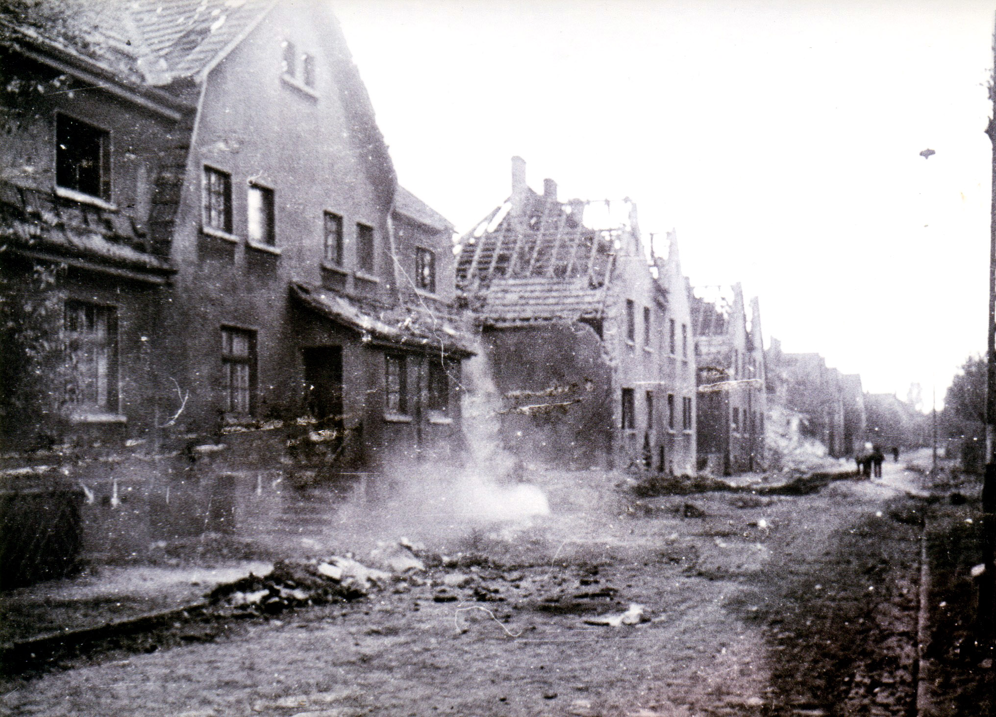 Die Lakestrasse in Ickern nach dem Bombenangriff vom 02.11.1944