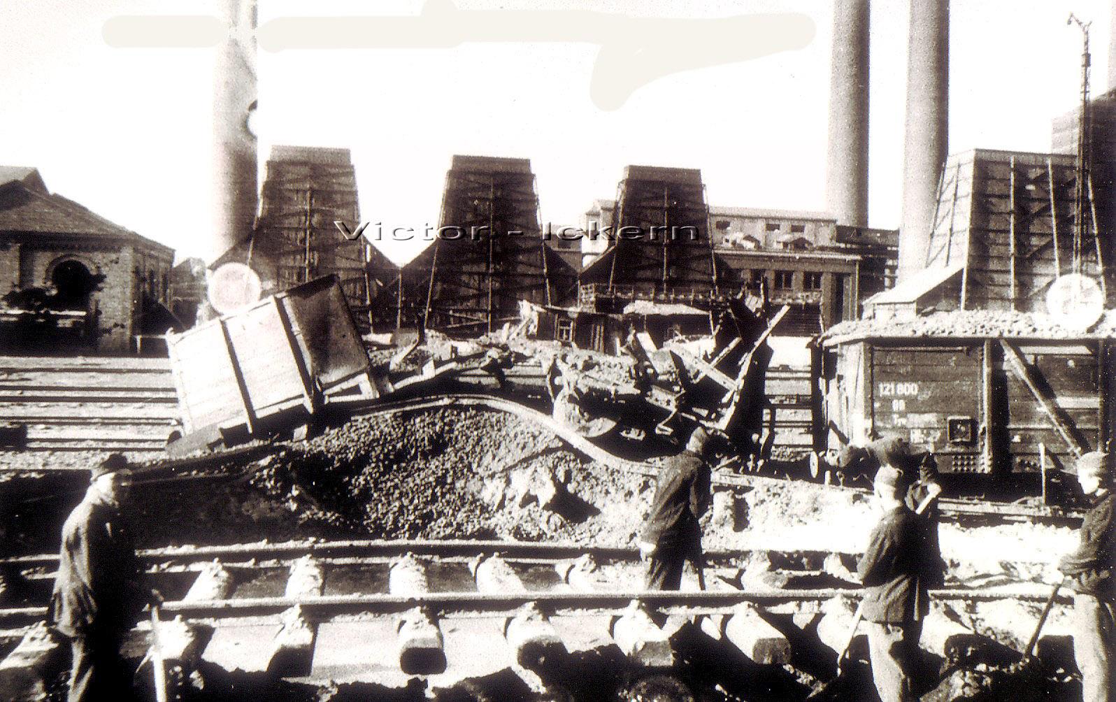 Russische Gefangene bei Gleisarbeiten auf Victor III/IV nach dem Angriff vom 09. 11. 1944