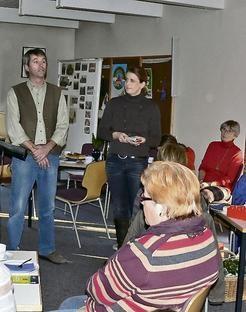 Die Peiner Landfrauen besuchten den Eierhof der Familie Lüddecke in Groß Lafferde. Karsten Lüddecke erklärte die landwirtschaftliche Arbeit.