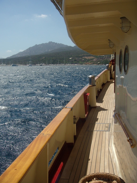 In Sardinia, where the Mistral remembers the presence of the sea