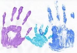 Les mains ont la parole s'adressent aux enfants, adolescents, adultes et personnes âgées