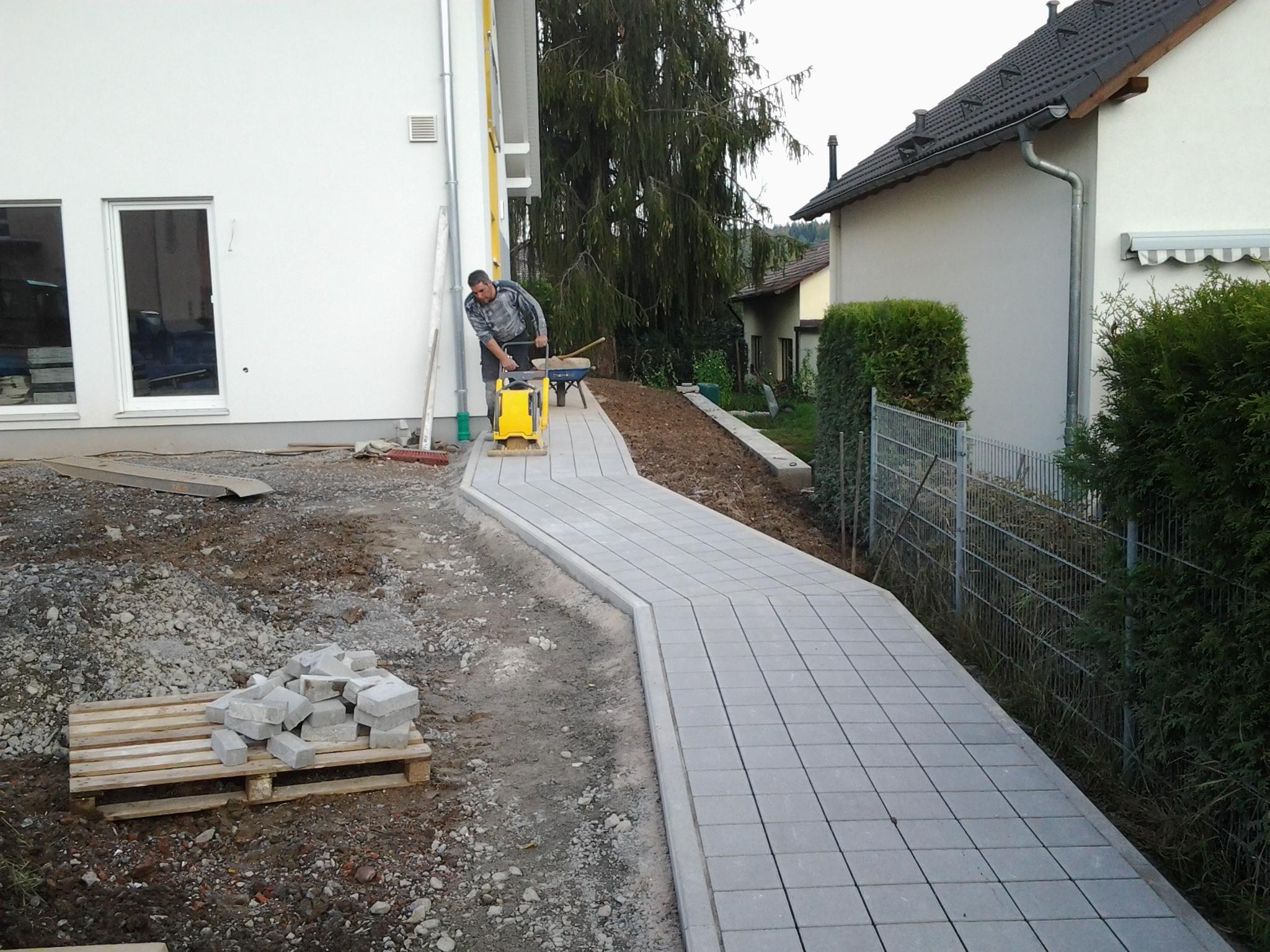 Wegebau in einem Hausgarten
