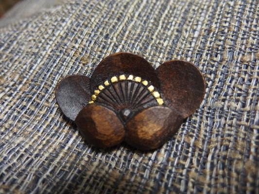 鎌倉彫ブローチ 梅