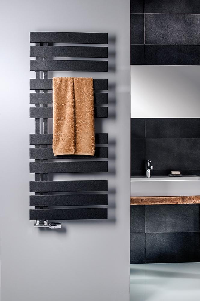 Yenga Designheizkörper in Standardfarbe graphit-schwarz, Foto © HSK