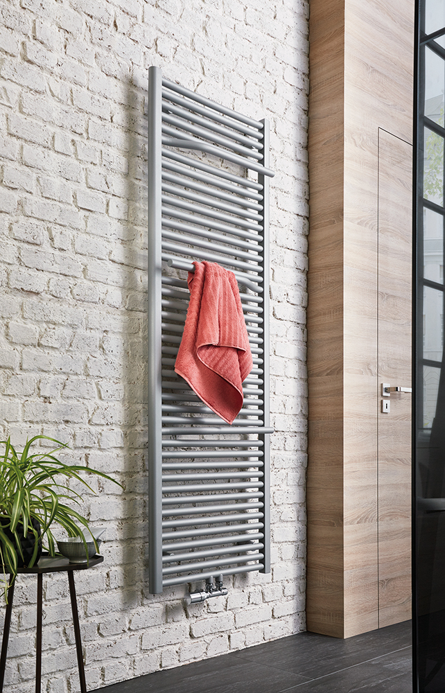 Line Plus Badheizkörper in Sonderfarbe perl-grau, Foto © HSK