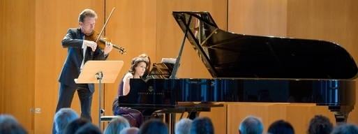 Am Flügel von Oksana Andriyenko begleitet, interpretierte Ingolf Turban Werke von Robert Schumann, César Franck und Eugène Ysaÿe, trug aber auch drei Salonstücke von Ferdinand David vor.