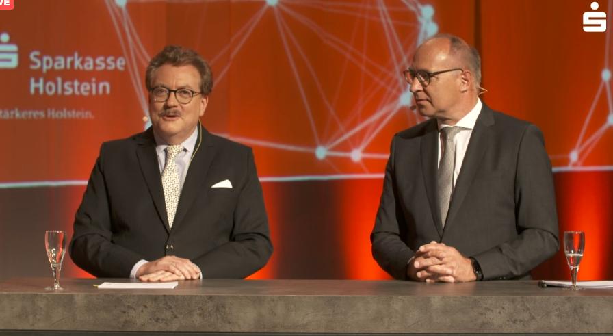 Die Vorstandsvorsitzenden Andreas Fohrmann und Thomas Piehl (v.l.) erläuterten in einer Digital-Pressekonferenz die Pläne der beiden Sparkassen