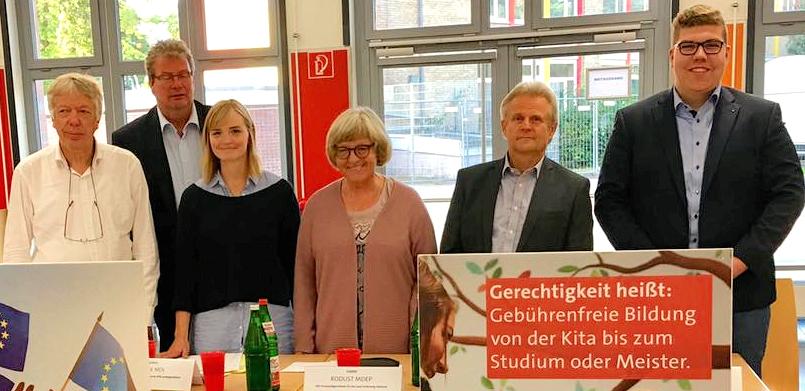 Diskutierten die Idee eines Europa-Feiertags: SPD-MdB Ernst Dieter Rossmann, MdL Thomas Hölck, Juliane von Daak aus dem Rossmann-Team, SPD-Hochschulexperte Heiner Dunckel und Quickborns Vize-SPD-Chef Tom Lenuweit.(v.l.)