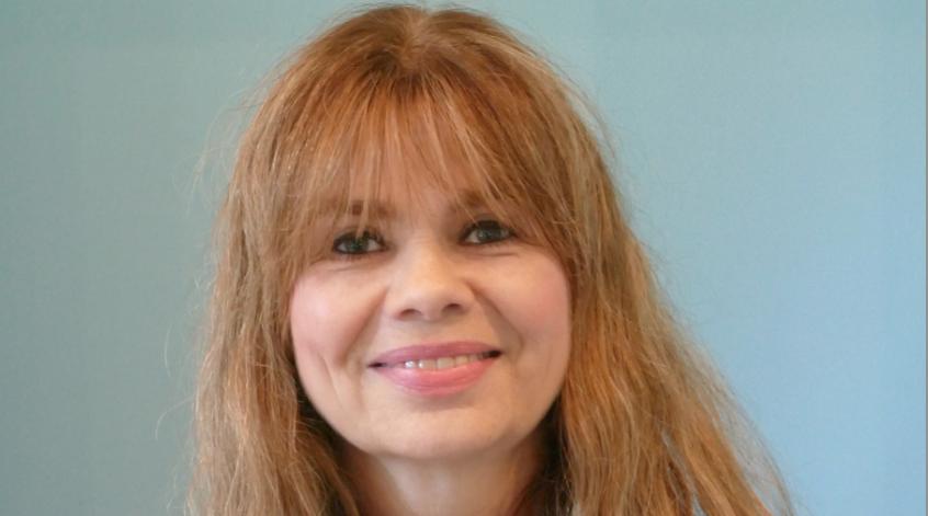 """Ulrike Schaepers-Kelting, neue Präsidentin des Rotary-Clubs Quickborn, lädt gemeinsam mit ihren Club-Mitgliedern zur Aktion """"Pflanzung des Baumes des Jahres"""" und das anschließende Grillfest ein"""