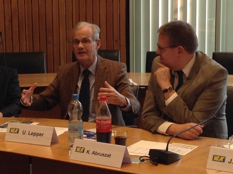 Ulrich Lepper, Landesbeauftragter für Datenschutz in NRW und K. Abruszat, Vorsitzender der VLK NRW