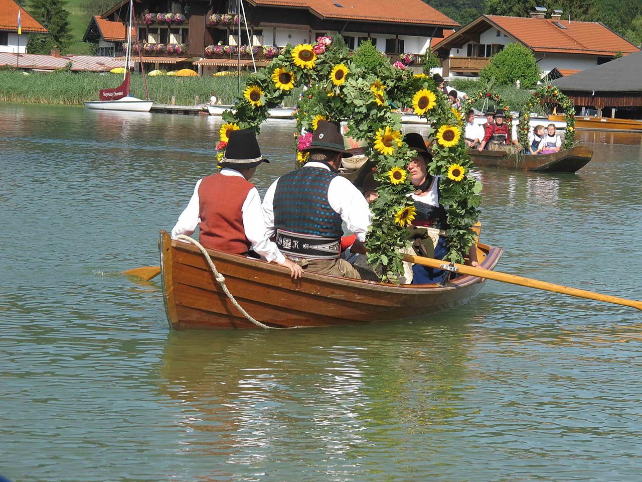 Die ersten Boote ...