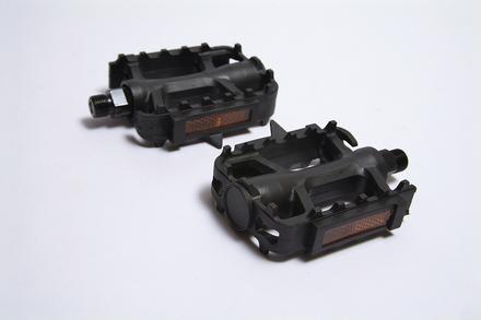 +++Pedal NW-311 9/16 Con Reflejantes Plastico Negro BENOTTO $65 MXN PEDBTT0851