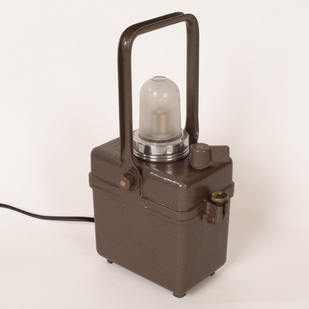 Design industriel et m canique made in vaucourtois site - Lampe pour tableau a pile ...