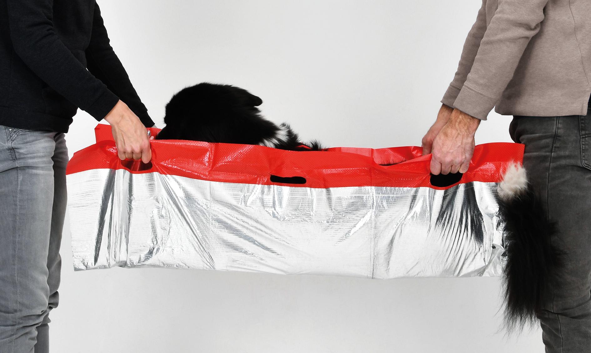Die vorhandenen Tragegriffe und das reißfeste Material ermöglichen einen schnellen Transport zum Tierarzt.