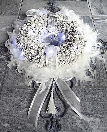 Lumiere de la croix-trinite : Bijou*Blanc-de-roi