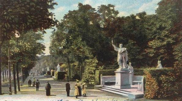 Siegesallee im Tiergarten auf historischer Postkarte 1902 - @Wikipedia