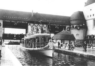 Einfahrt der Yacht Alexandria mit Kaiser Wilhelm II in die Schleuse Kleinmachnow - historische Aufnahme