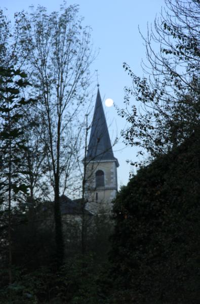 cache cache lune église