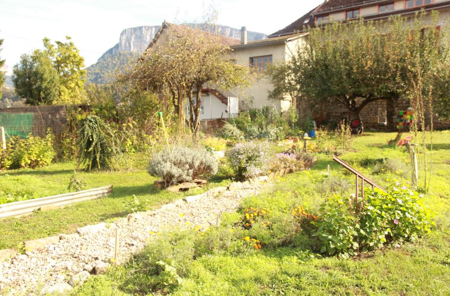 vue du jardin sur le massif de Chartreuse - La Ruchère