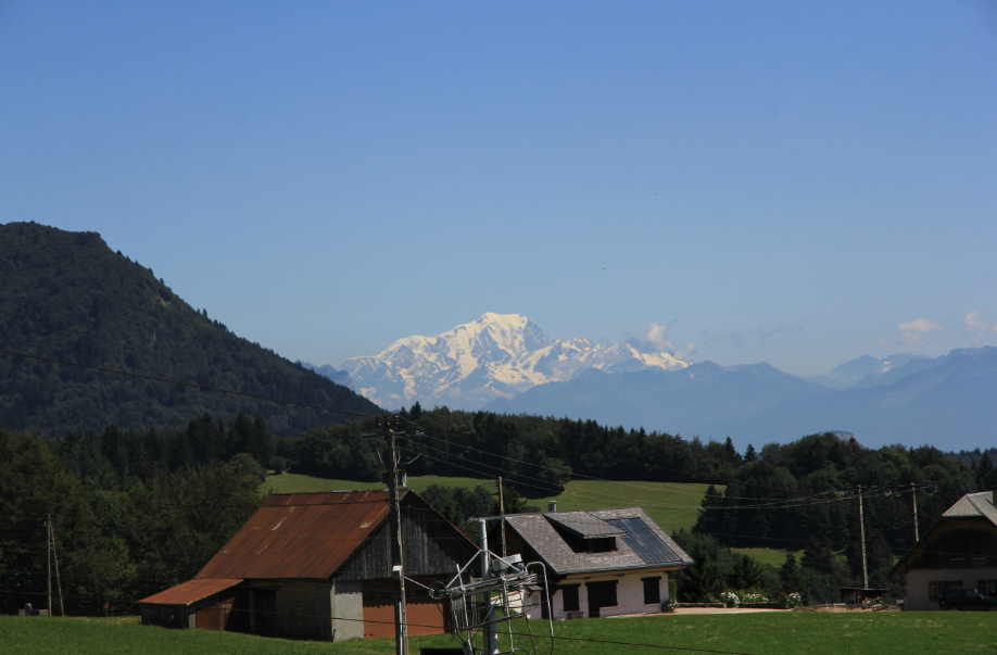 départ du Désert d'Entremont, en fond : le Mont Blanc