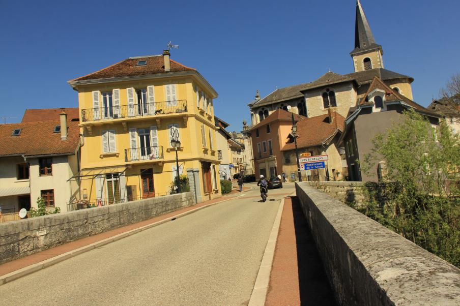 Vue sur le village Les Échelles depuis Entre Deux Guiers