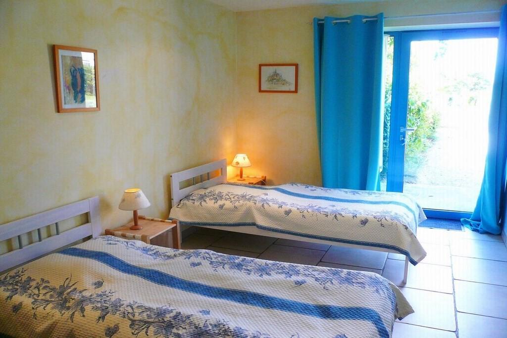 Chambre 1 RDC : 2 lits