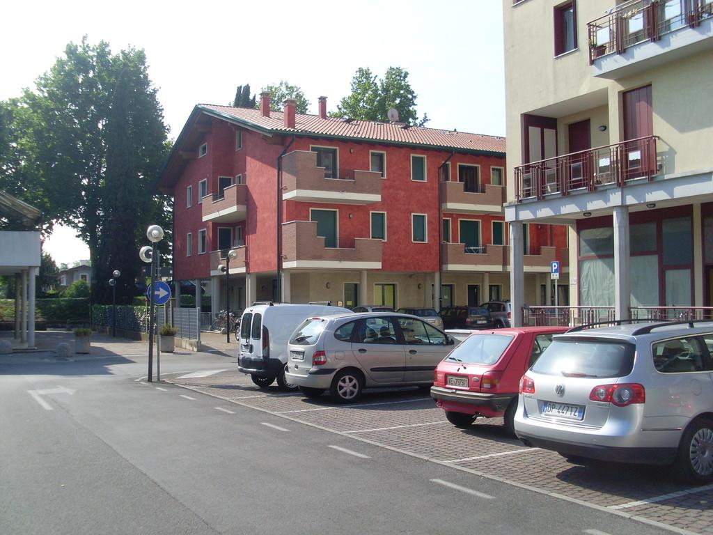 Parcheggio condominiale di uso pubblico anche nel condominio Rosso