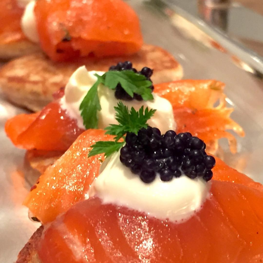 Lachs Canape mit Caviar