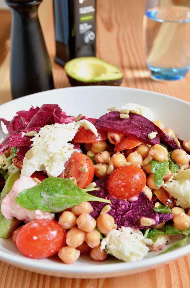 Kichererbsenlsalat mit Roter Beete, Avocado und vielem mehr!
