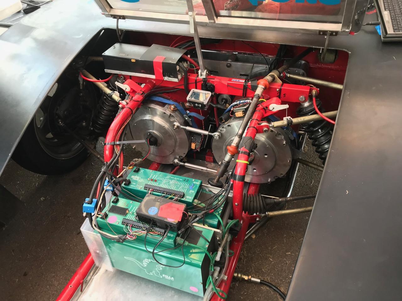 2 modificerede el-truck motorer som yder 600 HK, hver!