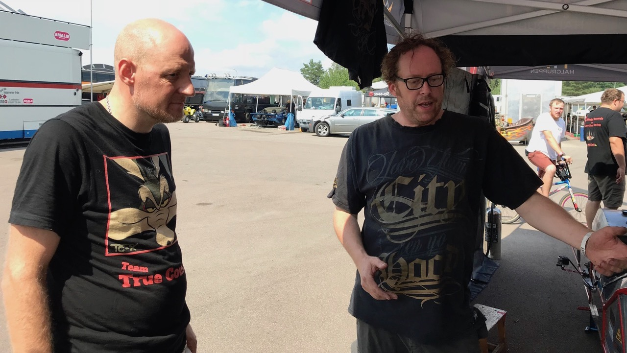 Hans-Henrik og Glenn byder velkommen i el-teltet