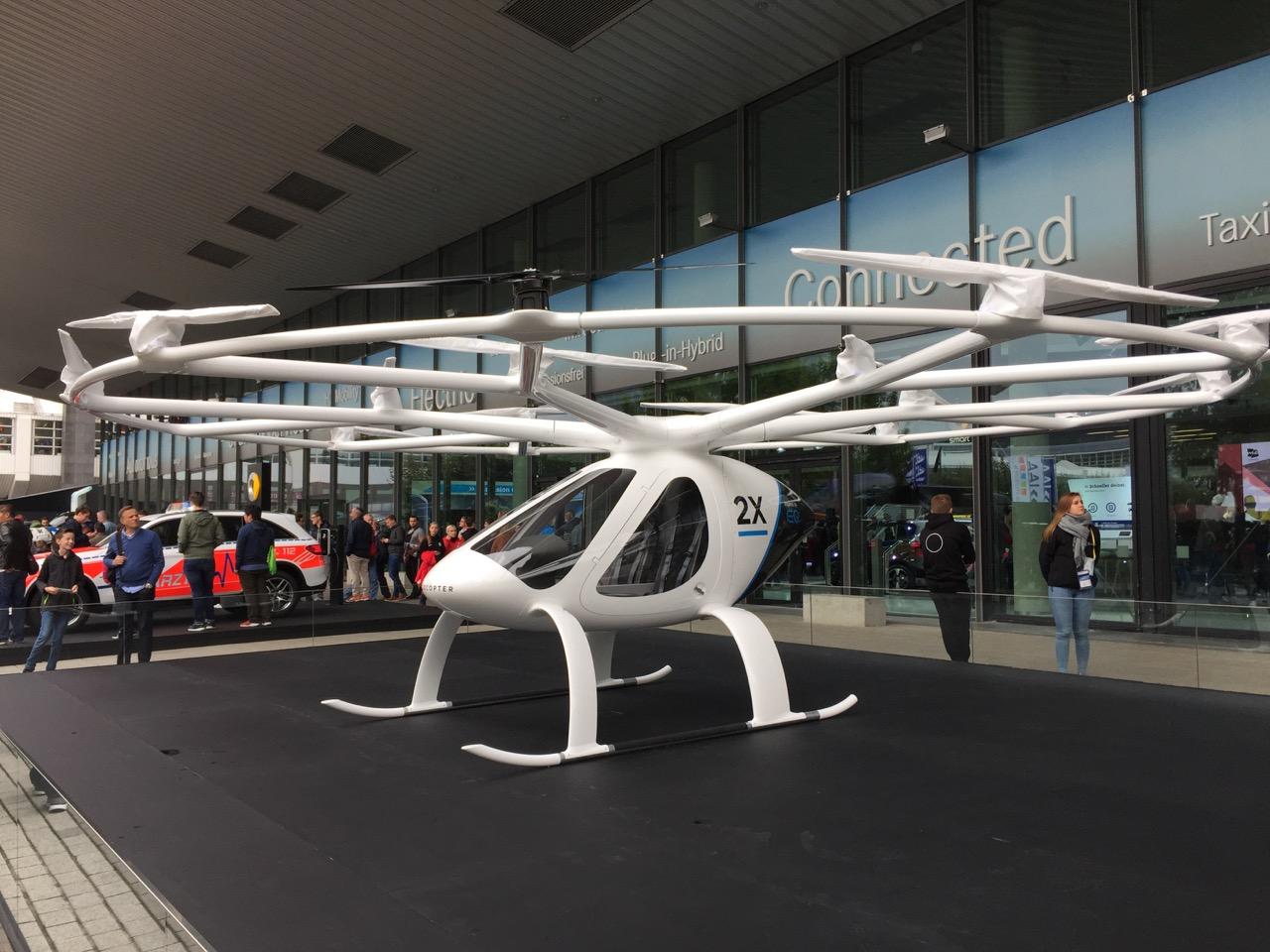 El-helikopter-menneske-drone-ting...