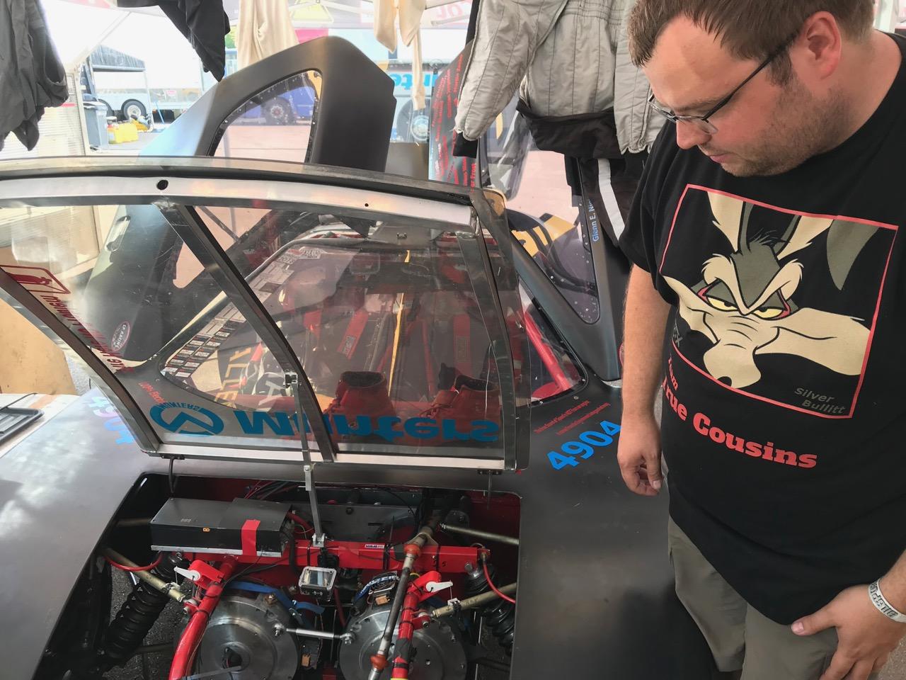 Tobias forklarer at Zilla controllerne kan køles med isvand