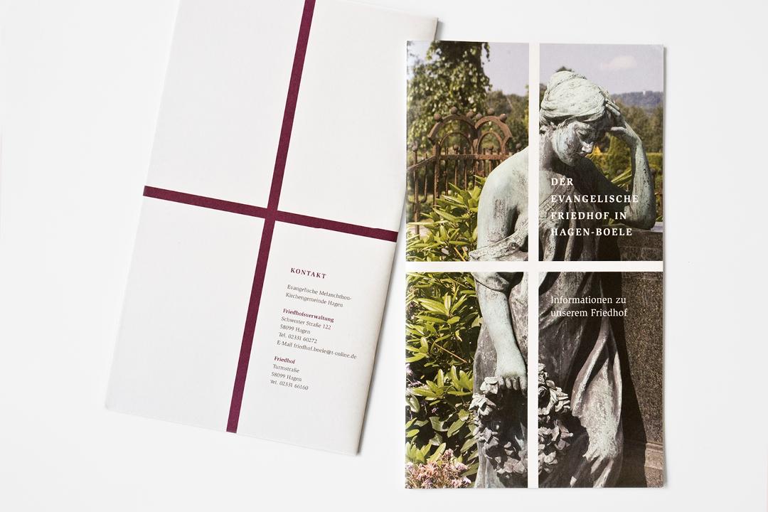 Informationsbroschüre für einen Friedhof // Vorderseite Rückseite