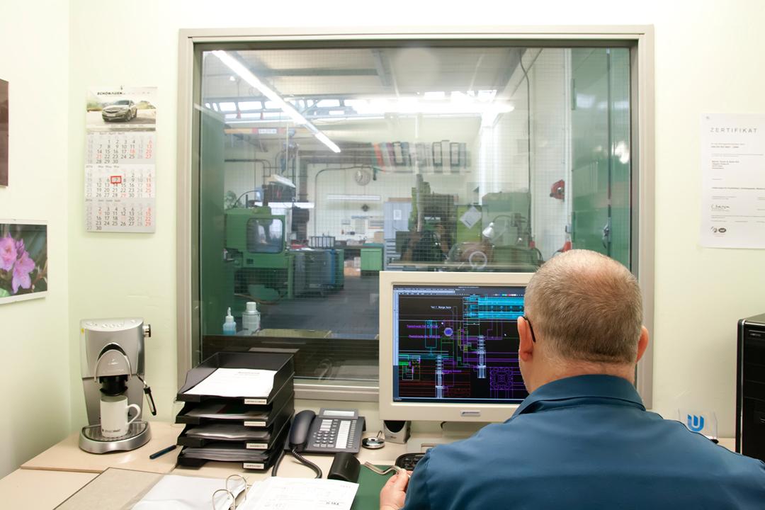 Fotos einer Firmen-Reportage // Mitarbeiter bei der Arbeit