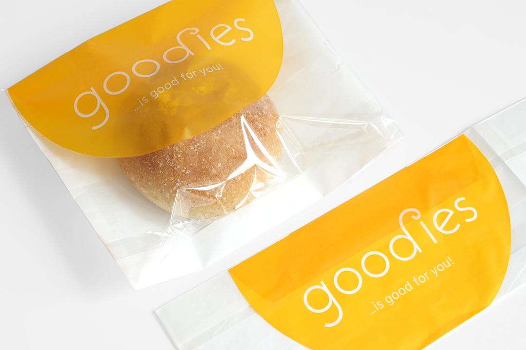 Corporate Design mit Logo und Geschäftsausstattung für ein Catering-Unternehmen // Verpackung für Brötchen